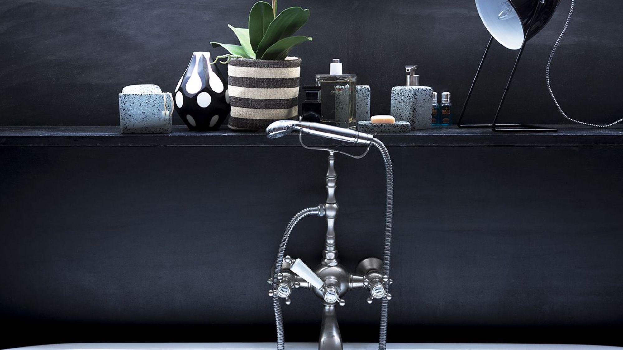 Voici comment d corer votre salle de bain avec un petit budget for Nettoyage salle de bain